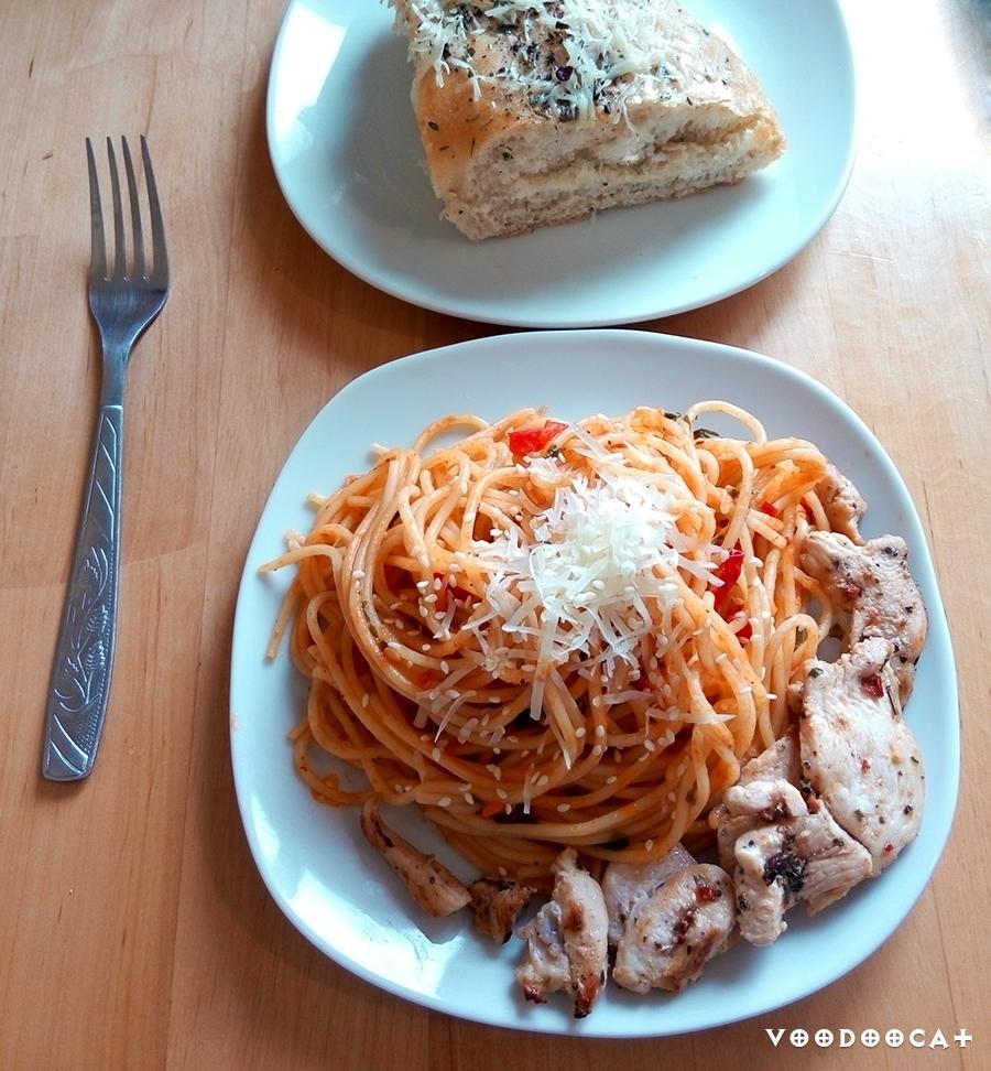 Рецепт пасты с курицей с острым соусом из перца и помидоров пошаговый с фото